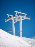 冻结的滑雪电缆车 免版税图库摄影