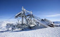 冻结的滑雪电缆车 库存图片