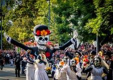 死的Dia de los Muertos游行的天在墨西哥城-墨西哥 库存图片