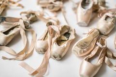 轻的pointe鞋子 免版税库存照片