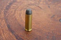 的treadled 45把左轮手枪弹药筒狂放的西部期间 库存照片