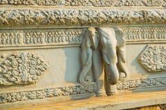 皇宫在金边,柬埔寨 装饰的片段与大象的图象的 免版税库存图片