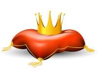 皇家冠的枕头 免版税库存图片