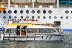 皇家加勒比游轮招标小船 免版税库存图片