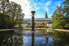 皇家图书馆庭院在哥本哈根和池塘 库存照片