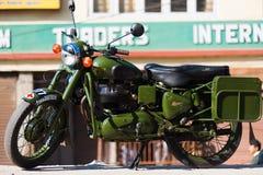 皇家埃菲尔德子弹350经典之作摩托车印度 免版税库存图片
