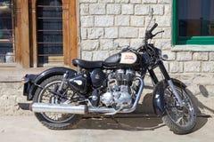 皇家埃菲尔德摩托车,不丹 库存照片