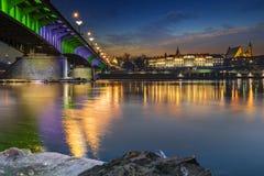 皇家城堡和老镇在日落期间的华沙 库存图片