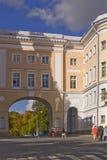 皇家学苑权利 在学苑和Catherin之间的曲拱 库存照片