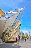 皇家安大略博物馆在一个晴天在多伦多 库存照片