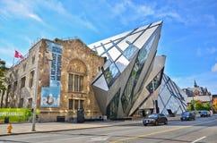 皇家安大略博物馆在一个晴天在多伦多 免版税图库摄影