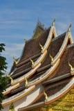 皇家寺庙的多有排列的屋顶在琅勃拉邦 库存照片