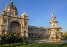 皇家展览馆和喷泉 库存照片