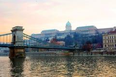 皇家布达佩斯的宫殿 铁锁式桥梁 免版税图库摄影