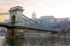 皇家布达佩斯的宫殿 铁锁式桥梁 免版税库存图片