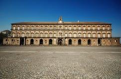 皇家意大利那不勒斯的宫殿 免版税库存照片