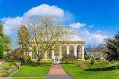 皇家植物园的玻璃温室在公园Edinbu 库存照片