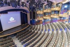皇家法院剧院MS女王伊丽莎白 免版税库存照片