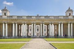 皇家海军教堂和经典之作colonnaden 免版税图库摄影