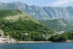 皇家海滩在Milocer村庄在黑山在一个夏天 库存照片