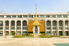 皇家火葬场复制品的看法在曼谷城市居民管理的 免版税库存图片