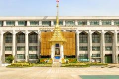 皇家火葬场复制品的风景在曼谷城市居民管理的 库存图片