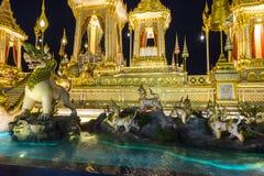 皇家火葬用的柴堆的建造场所在晚上在曼谷,泰国 图库摄影