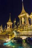 皇家火葬用的柴堆的建造场所在晚上在曼谷,泰国 免版税库存照片