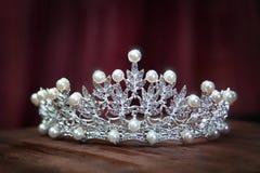 皇家珍珠王冠,新娘的冠 婚礼,女王/王后 免版税库存照片