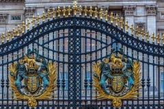 皇家白金汉宫门的细节 免版税库存照片