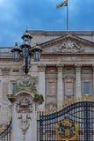 皇家白金汉宫门的细节 免版税库存图片