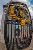 皇家白金汉宫门的细节 免版税图库摄影