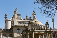 皇家穹顶宫在没有云彩的一个晴天在天空 库存图片