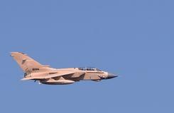 皇家空军龙卷风GR在点心camourflage的战斗轰炸机 图库摄影