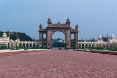 皇家迈索尔宫殿主闸  卡纳塔克邦,印度 库存图片