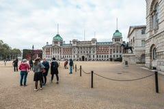 皇家骑马卫兵在阿德默勒尔蒂岛游行在伦敦 免版税库存图片
