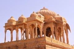皇家Bada Bagh Chhatris或纪念碑的  免版税库存图片