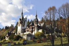 皇家Peles城堡在从锡纳亚的秋天在罗马尼亚 库存照片