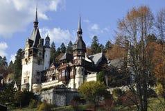 皇家Peles城堡在从锡纳亚的秋天在罗马尼亚 图库摄影