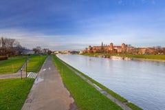 皇家Wawel城堡在维斯瓦河的克拉科夫 免版税图库摄影