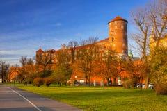 皇家Wawel城堡在维斯瓦河的克拉科夫 免版税库存照片