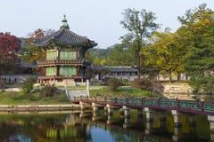 皇帝宫殿汉城 30更改的卫兵7月韩国国王好朋友s汉城南部 湖 山 反射 免版税库存照片