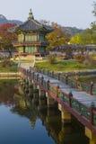 皇帝宫殿汉城 30更改的卫兵7月韩国国王好朋友s汉城南部 湖 山 反射 免版税库存图片