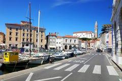 皮兰,斯洛文尼亚- 2017年8月14日:皮兰镇都市风景亚得里亚海的 免版税库存图片