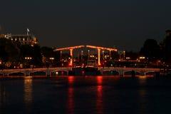 皮包骨头的桥梁阿姆斯特丹在夜之前 库存照片