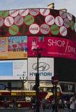 皮卡迪利广场在伦敦,著名广告霓虹灯广告的看法 免版税库存照片
