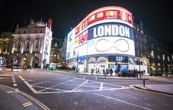 皮卡迪利广场在夜伦敦,英国-英国- 2016年2月22日之前 库存照片