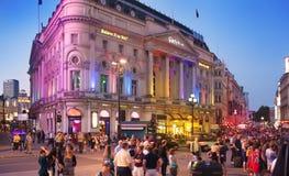 皮卡迪利广场在夜,伦敦 免版税库存照片
