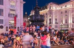 皮卡迪利广场在夜 伦敦 免版税库存照片