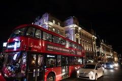 皮卡迪利广场在晚上在10月下旬 免版税库存图片